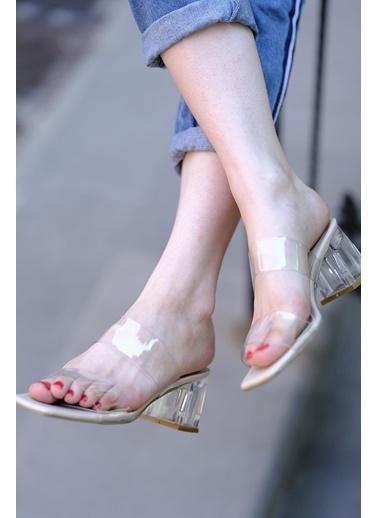 Oksit Inay Şeffaf Bant Ve Topuk Detaylı Kadın Topuklu Terlik Krem